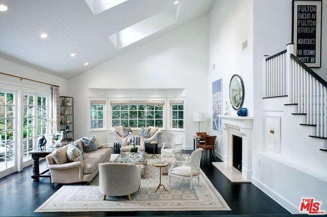 Brentwood Cape Cod   Living Room